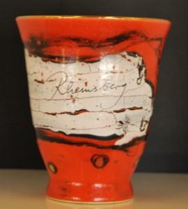 Keramikkünstler Karl Fulle entwickelte den Jahresbecher Rheinsberg 2011 – eine limitierte Sammleredition. Foto: Lutz Reinhardt